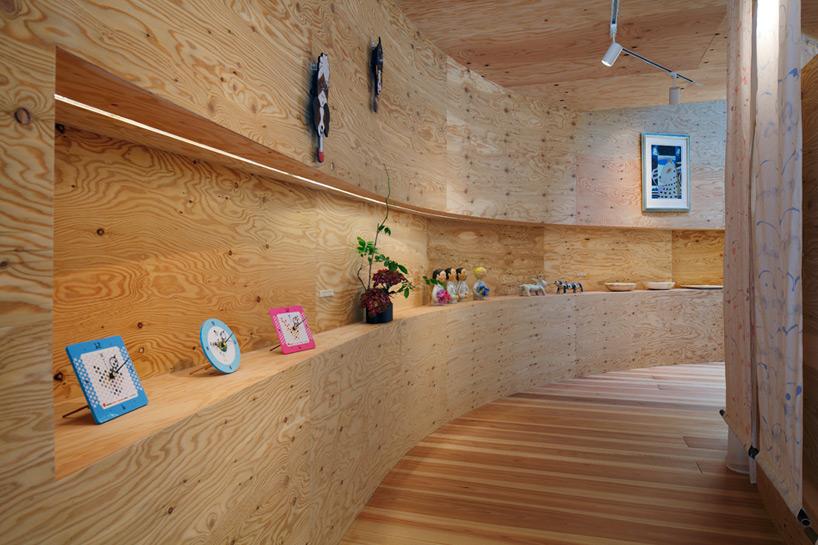Внутренняя отделка фанерой в деревянном доме