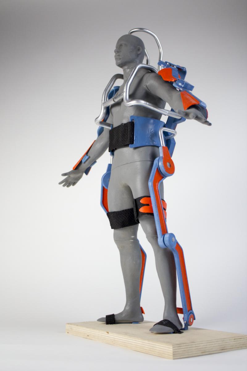 Супер-костюм для вальщиков леса поможет избежать травм
