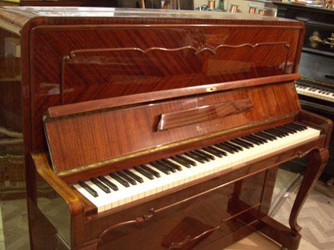 Из какого дерева делают пианино